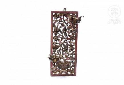 Lámpara de pared de madera tallada y policromada, China. s.XIX-XX