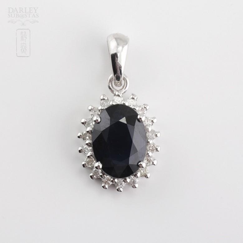 18k白金吊坠蓝宝石和钻石