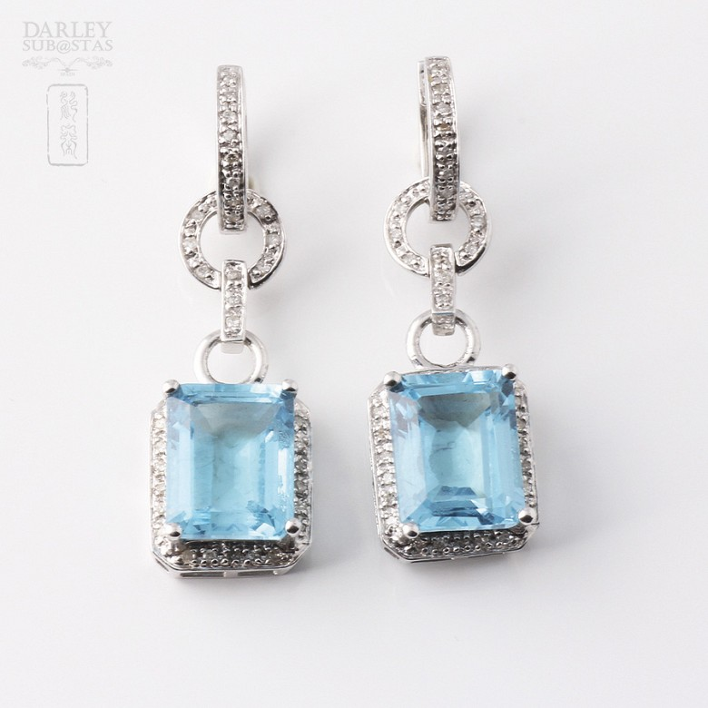 Pair of long earrings in 18k white gold with  8.22cts topaz and diamonds - 3