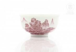 Pequeño cuenco de porcelana esmaltada, con sello Qianlong.