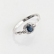 Simple 18k white gold, sapphire and diamond ring - 2