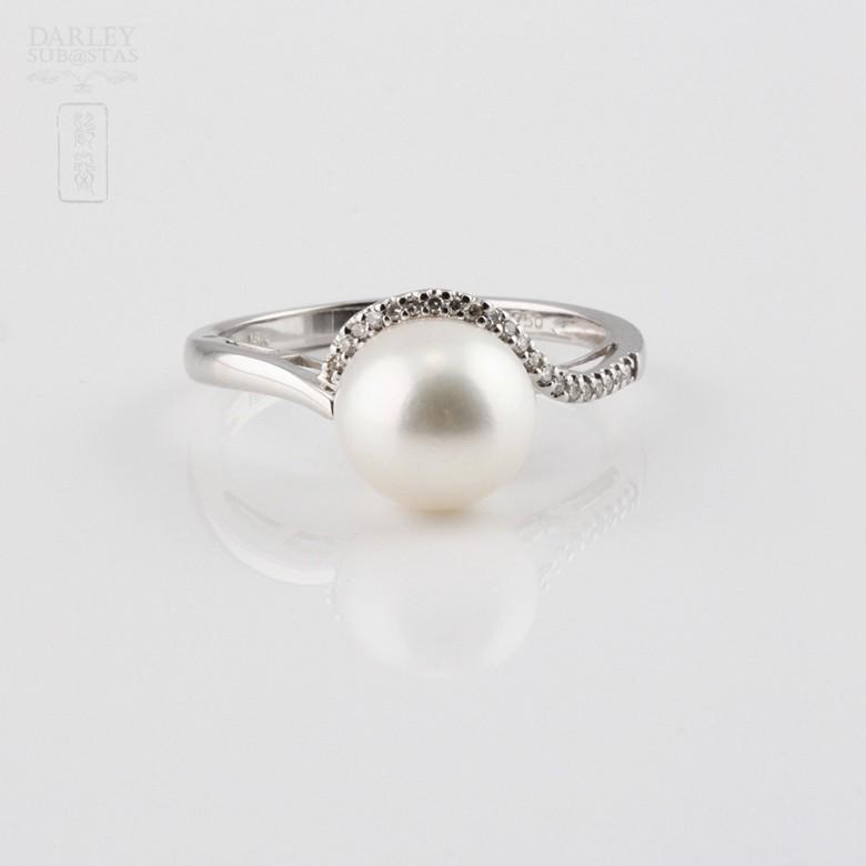 圆白珍珠配钻石18K白金戒指 - 4