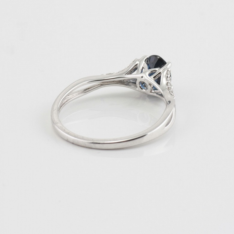 18k white gold ring, diamonds and sapphire - 3