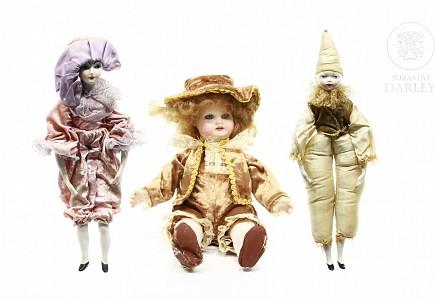 Lote de muñecas de porcelana.