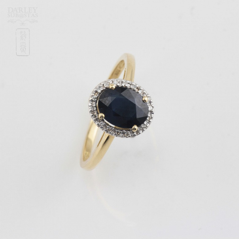 Beautiful ring with sapphire and diamonds