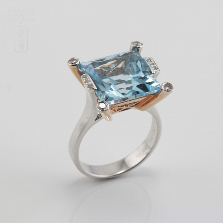 Bicolor ring in pink and white gold, topaz 9.55cts diamonds