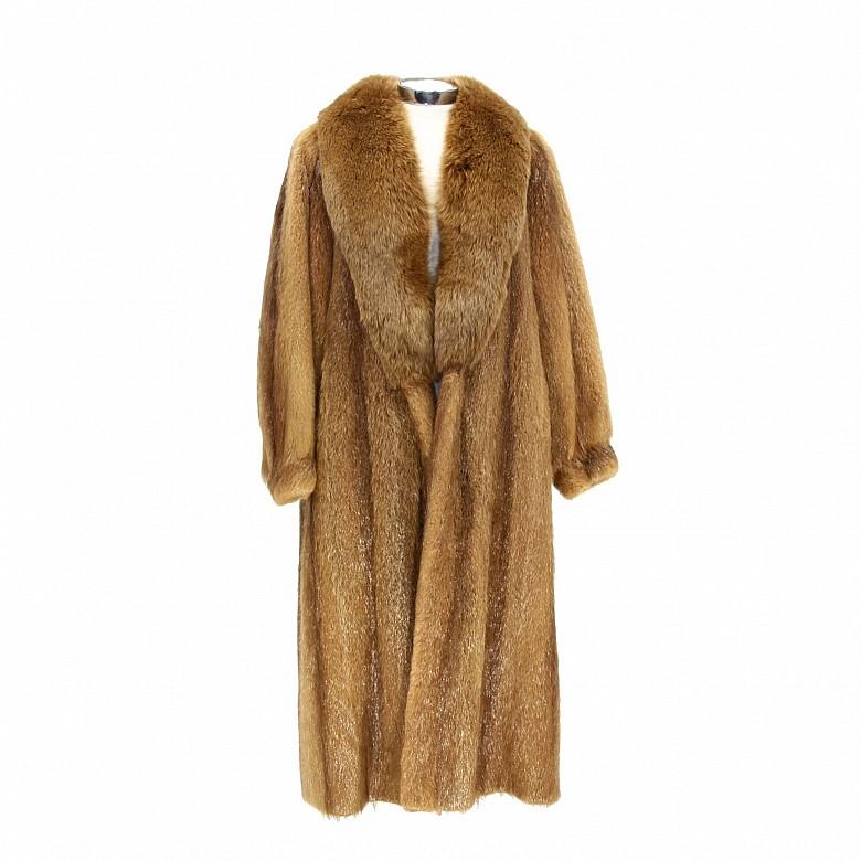 Abrigo de piel de zorro rojo.