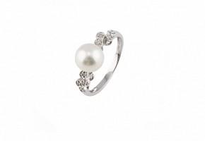Anillo en oro blanco de 18k con perla y 8 diamantes.