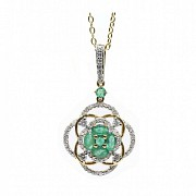 Pendant in 18k yellow gold, emeralds and diamonds.