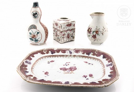 Lote de utensilios de porcelana esmaltada, s.XVIII