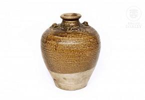 Glazed ceramic vase, Yuan/Ming style.
