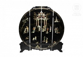 Lacquered wooden folding screen, China, 20th c.
