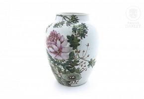 Chinese enameled porcelain vase. 20th century.