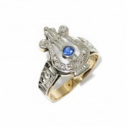 18 kt two-tone gold ring with diamonds and sapphire