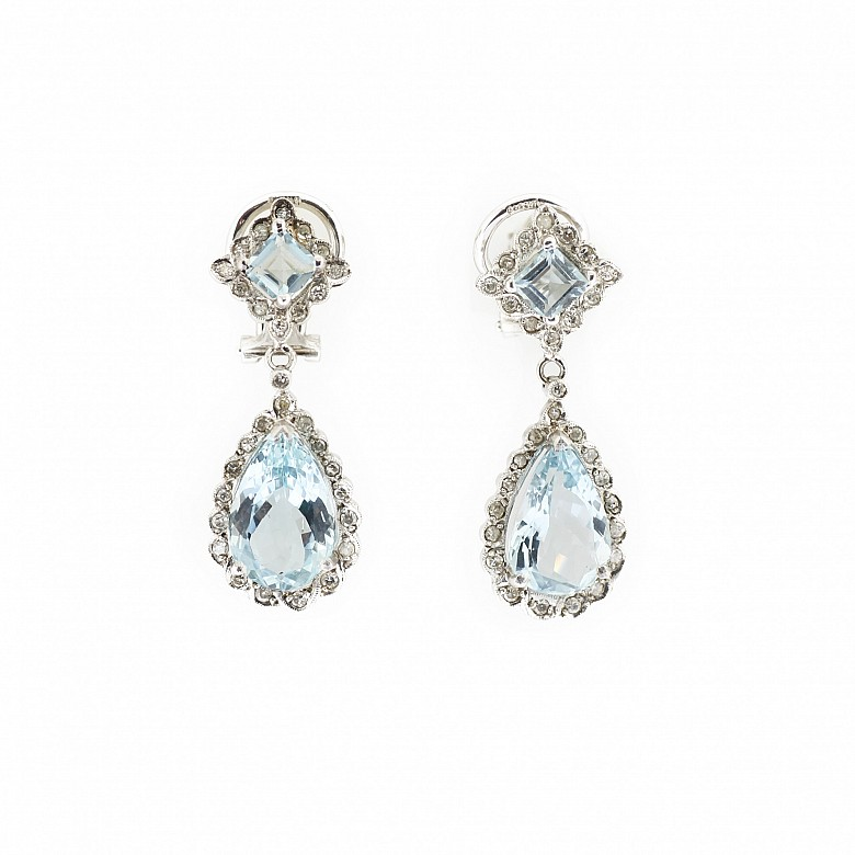 Long earrings in 18k white gold with aquamarines and diamonds.