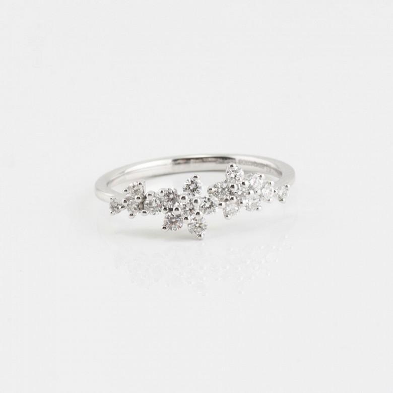 Fantástico anillo oro blanco y diamantes 0.51cts - 1