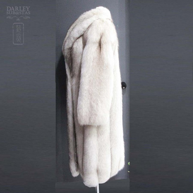 Long white fox fur coat. - 5