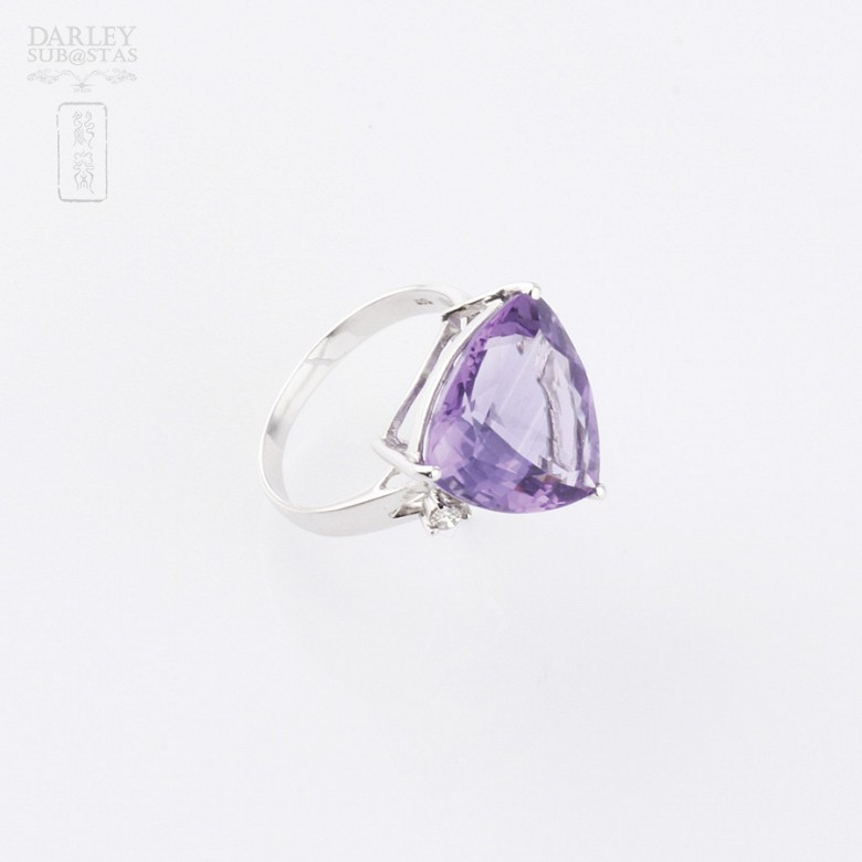 Ring with amethyst and diamonds in 18k white gold. - 3