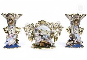Three Elizabethan porcelain vases, 19th c.