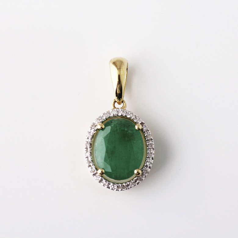 Pendant in 18k yellow gold with  2.27cts emerald and diamond