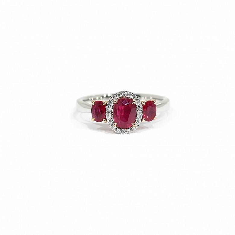 Anillo en oro blanco y rosa de 18k con rubíes y diamantes
