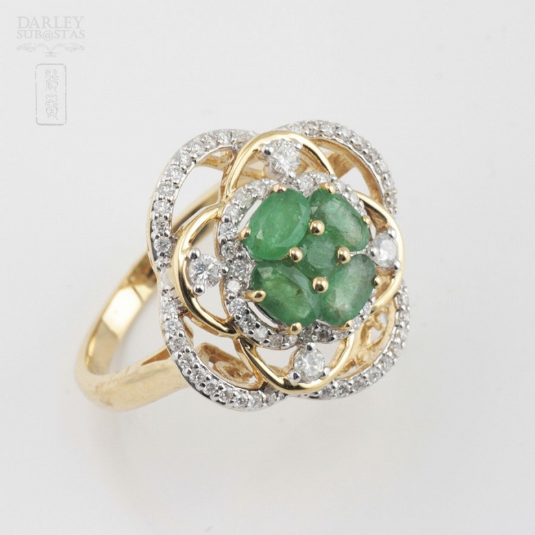 18K黄金镶钻石配祖母绿戒指