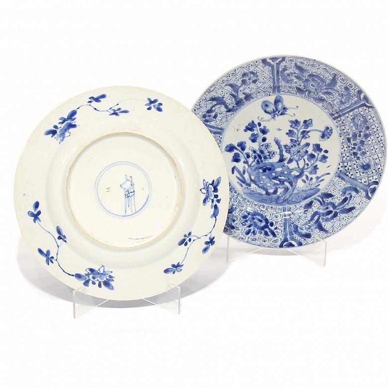 Dos platos de porcelana, China, dinastía Kangxi (1654 - 1722)
