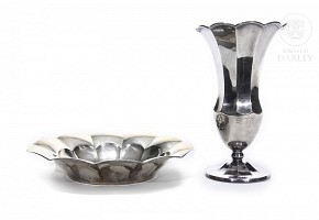 Punched silver vase and plate, 20th century