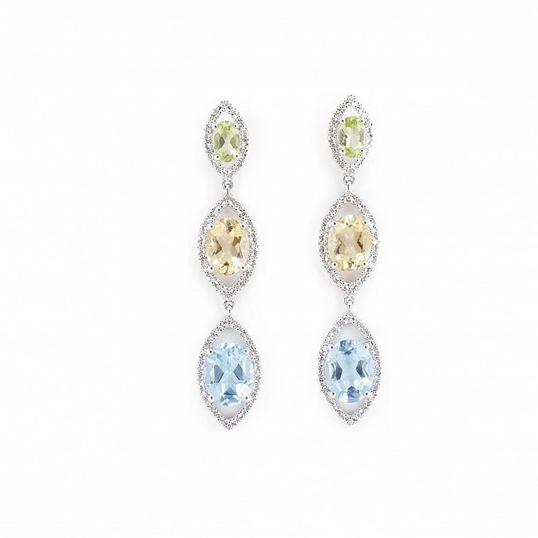 Pendientes oro blanco de 18k y topacios, peridotos, citrinos y diamantes.