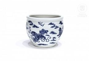 Blue and white porcelain flowerpot.