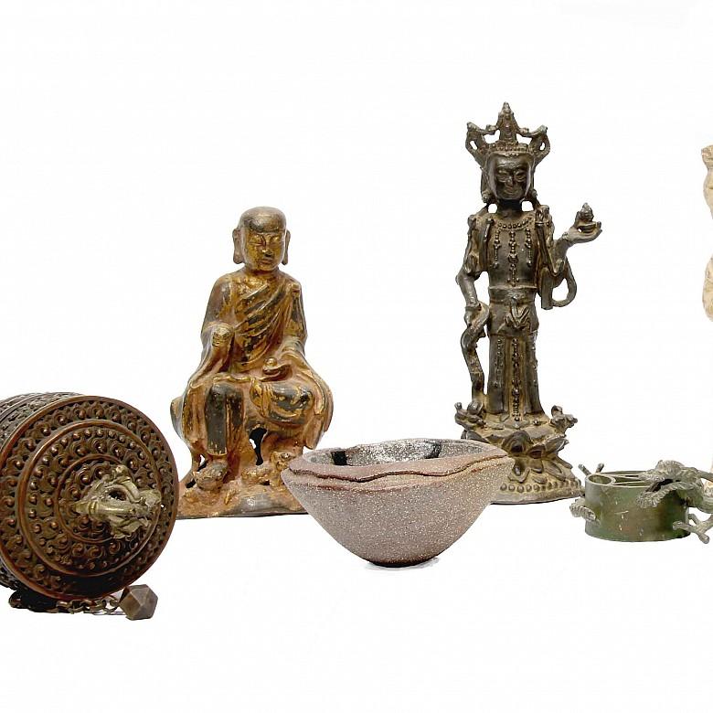 Grupo de seis objetos de arte asiático