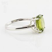 Bonito anillo con diamantes y peridoto en oro blanco 18k - 4