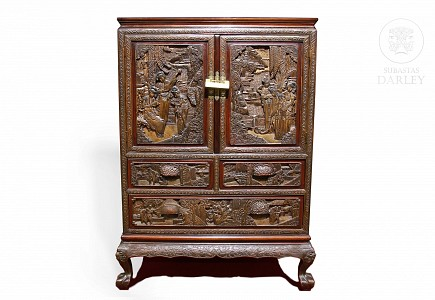 Armario bajo de madera tallada y sobredorada, China, s.XIX