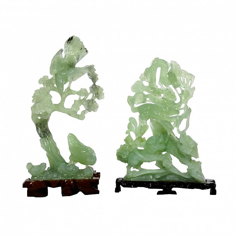 Pareja de figuras de nefrita tallado, con peana, s.XX