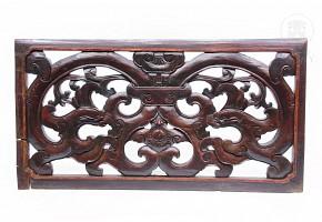 Panel decorativo de madera tallada.