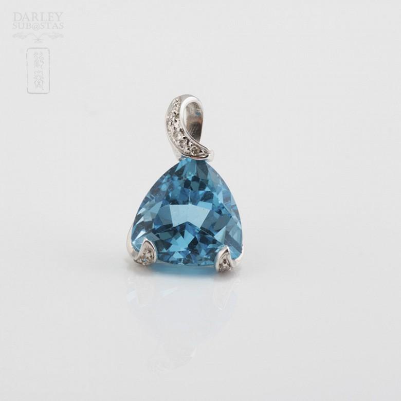 Colgante topacio 4.85cts y diamantes en oro blanco