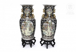 Pair of large Cantonese vases, 20th century