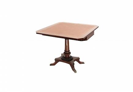 Mesa de juego en madera de caoba, estilo Regencia, s.XX