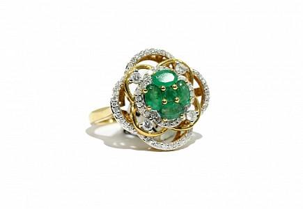 Anillo en oro amarillo de 18k, esmeraldas y diamantes.