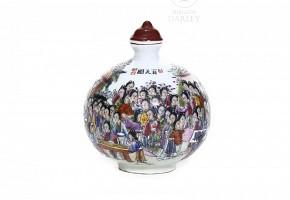 Enameled porcelain snuff bottle, Qing dynasty.