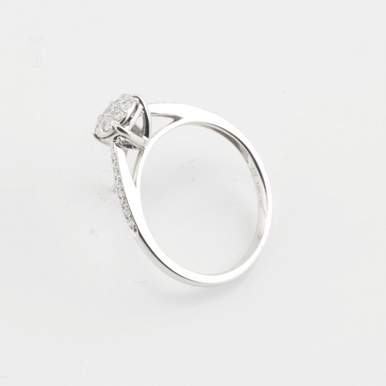 Rosette ring in white gold and diamonds 0.33cts - 2