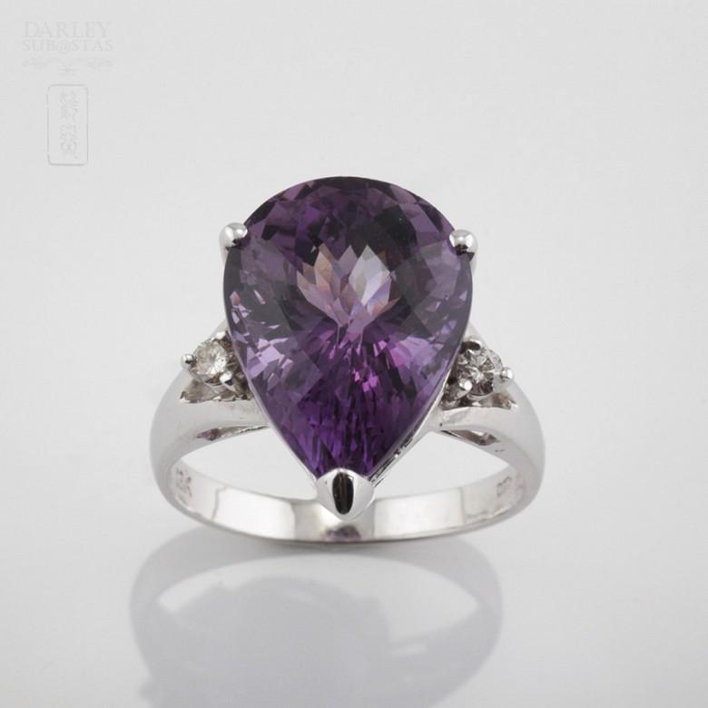 18k白金镶钻石配 深色紫晶戒指