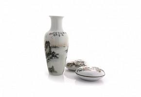 Lot of enameled porcelain pieces, 20th century