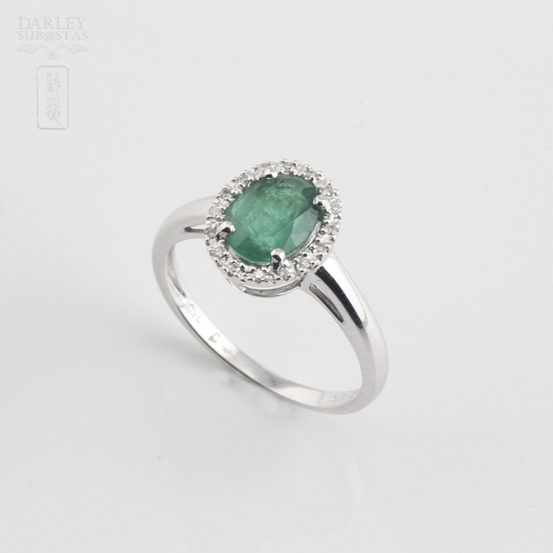 Ring with 1.21cts emerald  and diamonds  in white gold