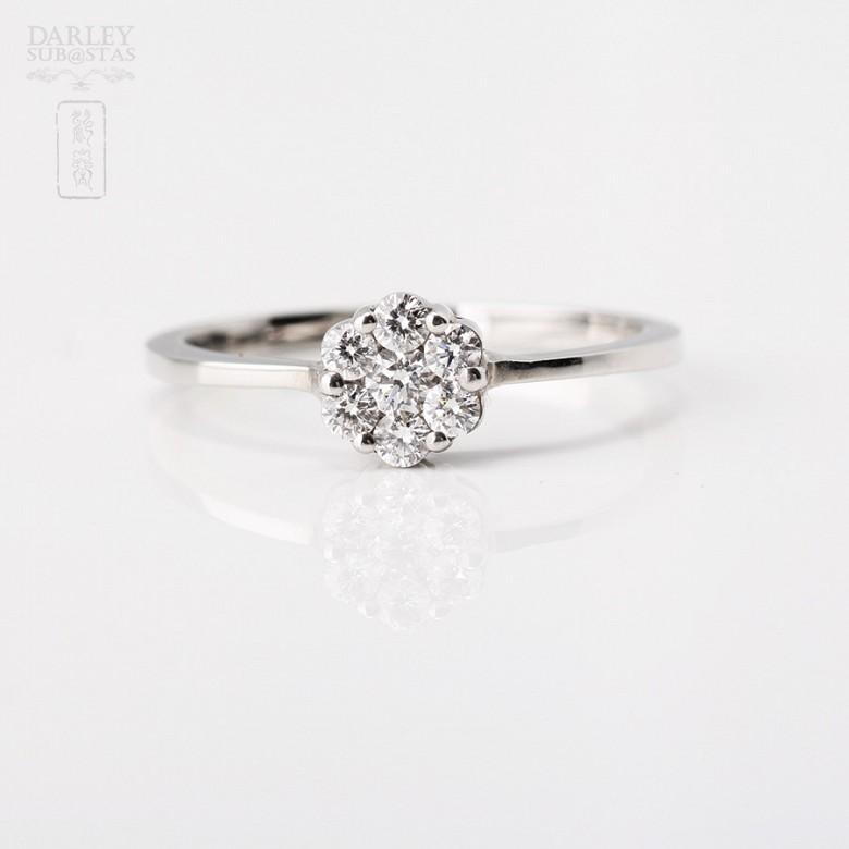 Sortija en oro blanco de 18k con diamantes. - 3