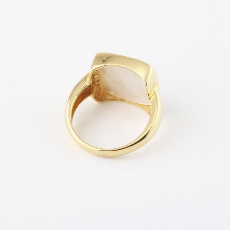 天然珍珠质配18K黄金戒指 - 2