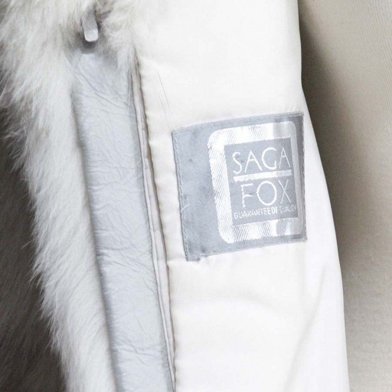 Abrigo de piel de zorro blanco largo. - 7