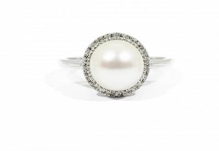 Anillo en oro blanco de 18k con perlas y 22 diamantes