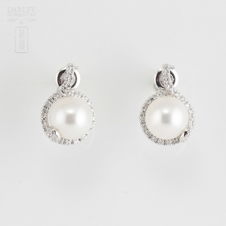 Nice earrings with pearl and diamonds