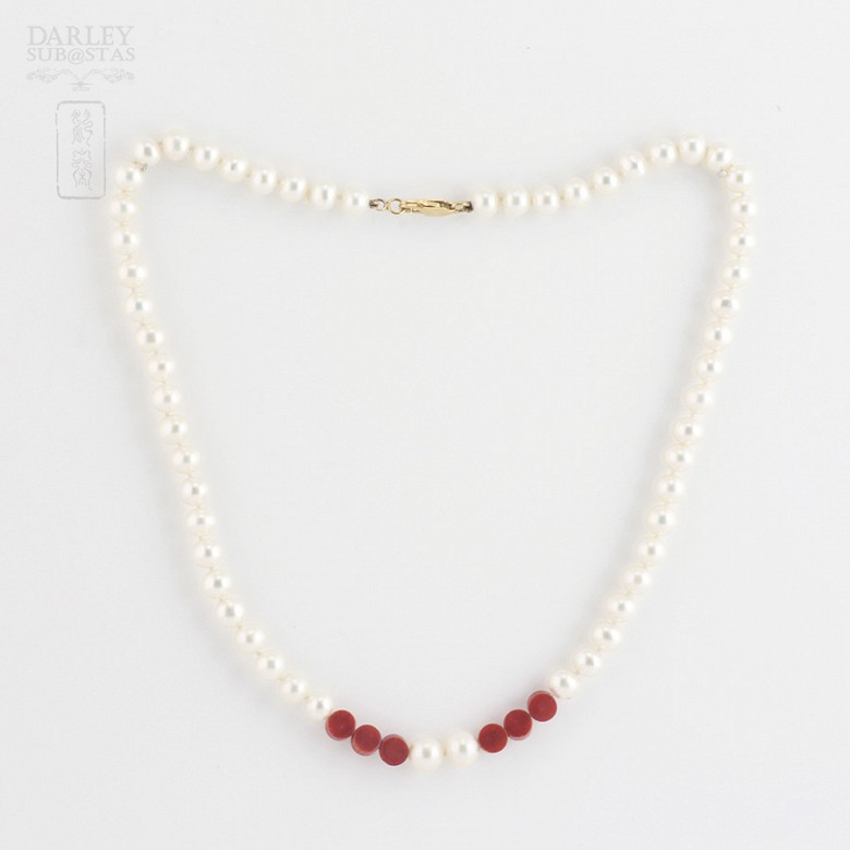 Necklace with pearls Natural and coral in yellow gold - 3